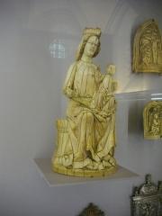Cathédrale Saint-Pierre Saint-Paul -  Trésor de la cathédrale Saint-Pierre-et-Saint-Paul de Troyes (Aube, France): Vierge à l'Enfant du XIIIe siècle