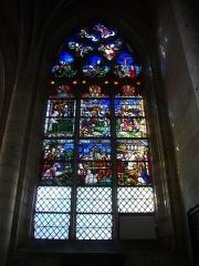 Eglise de la Madeleine et ancien cimetière -  Vitrail de l'église de la Madeleine de Troyes (Aube, France): le triomphe de la Croix