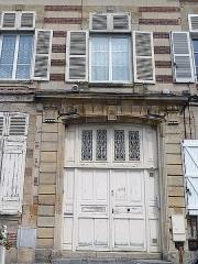 Immeubles - Français:   Immeubles, place d\'Austerlitz à Sainte-Menehould (51).