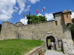 Enceinte fortifiée de la ville - Français:   Fort de Savoie (au nord) aujourd\'hui appelé Fort Desaix, de l\'ensemble fortifié de Colmars, Alpes de Haute-Provence, Provence-Alpes-Côte d\'Azur, France