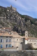 Château -  le village, l'église et la citadelle