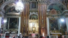 Eglise Saint-Jacques-le-Majeur dite du Gésu - Français:   Rue Droite dans le Vieux-Nice (Alpes-Maritimes), église St Jacques-le-Majeur, chapelles latérales sud, à droite autel-retable avec tableau d\'autel Sacré-Cœur de Jésus & Marie.