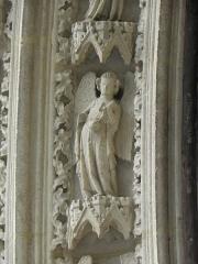 Cathédrale Saint-André -  Portail sud de la cathédrale métropolitaine Saint-André de Bordeaux (33). 1ère voussure. Anges (de gauche à droite).