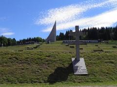 Ancien camp concentrationnaire de Natzweiler-Struthof, actuellement musée des Déportés -  Croix de Lorraine et mémorial aux martyrs et héros de la déportation au camp de Natzweiler-Struthof à Natzwiller (Bas-Rhin, France).