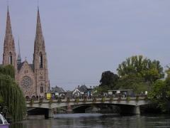 Eglise réformée Saint-Paul -  L'Ill et église Saint-Paul à Strasbourg (Bas-Rhin, France).