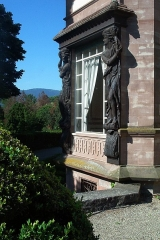 Domaine de la Leonardsau - Français:   Château de la Leonardsau (actuel musée du Cheval et de l\'Attelage) - façades, toitures, vestibule d\'entrée, chambre alsacienne, salon 1900, grand salon - parc dans ses aménagements d\'origine