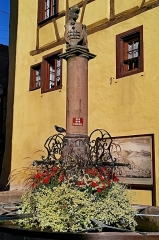 Fontaine de la Sinne - English:   Riquewiehr (Sainte-Marie-aux-Mines, Haut-Rhin, France)