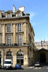Ancien hôtel Charlemagne - English:  Hôtel Charlemagne, 1 place des Victoires, Paris, France.