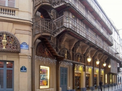 Immeuble abritant le théâtre du Palais Royal -   La rue de Montpensier doit son nom à Louis Antoine Philippe d'Orléans duc de Montpensier, frère de Louis-Philippe Ier, roi des français.  Le théâtre du Palais-Royal est une salle de spectacle parisienne située 38, rue de Montpensier.
