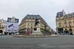Place des Victoires : le sol -  Place des Victoires, Paris, France.
