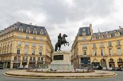 Place des Victoires : le sol -  Place des Victoires, Paris.