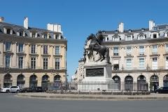 Place des Victoires : le sol -  56015-Paris