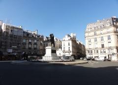Place des Victoires : le sol -  Statue of Louis XIV, Place des Victoires, Paris, France