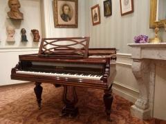 Immeuble - Français:   Piano de Chopin du musée Chopin 6 quai d\'Orléans 75004 Paris