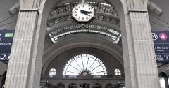 Gare de l'Est - Français:   Gare de l\'est à Paris: deux horloges publiques
