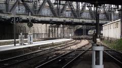Gare de l'Est - Nederlands:   Uitzicht vanaf het uiteinde van de perrons