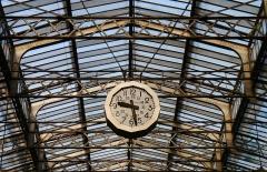 Gare de l'Est - English:   Gare de l\'Est, Paris. Art deco clock in the main hall.