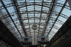 Gare de l'Est - Deutsch:  Gare de l'Est (Ostbahnhof) im 10. Arrondissement in Paris (Île-de-France/Frankreich), Glasdach und Uhr