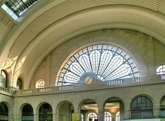 Gare de l'Est - English:  Waiting area in the