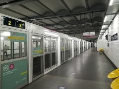 Métropolitain, station Château d'Eau - English:  Renovated Château d'Eau station on Paris Metro line 4 to prepare the automation of the line.