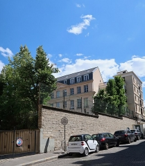 Ancien Hôtel Véron ou Château d'Auteuil, dit aussi Hôtel Puscher ou de Pérignon - Français:   Hôtel Véron vu de la rue des Perchamps (Paris, 16e). Entrée principale 16 rue d\'Auteuil.