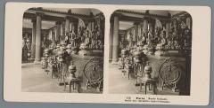 Musée Guimet - Nederlands:     Identificatie Titel(s): Aziatische godenbeelden in het Musée Guimet te ParijsParis. Musée Guimet, Salle des divinités Indo-Chinoise (titel op object) Objecttype: stereofoto  Objectnummer: RP-F-00-8950 Opschriften / Merken: nummer, recto, afgedrukt: '272'opschrift, verso, gedrukt: 'Neue Photographische Gesellschaft A.-G. Steglitz-Berlin 1903.'  Vervaardiging Vervaardiger: fotograaf: Neue Photographische Gesellschaft (vermeld op object) Plaats vervaardiging: Musée Guimet Datering: 1903 Materiaal: karton fotopapier  Techniek: ontwikkelgelatinezilverdruk Afmetingen: secundaire drager: h 88 mm × b 179 mm  Onderwerp Wat: sculpturepermanent exhibition, museumstatues, paintings, etc. ~ objects of worship (traditional Chinese religions)  Verwerving en rechten Verwerving: schenking 1994 Copyright: Publiek domein