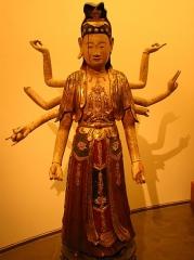 Musée Guimet - Tiếng Việt:   Tượng Quan Thế Âm nhiều tay (gỗ, khoảng thế kỉ 18), bộ sưu tập nghệ thuật Việt Nam của Bảo tàng Guimet, Paris.