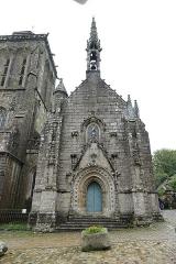 Place de l'Eglise - Français:   Chapelle du Penity à Locronan (Finistère, France).