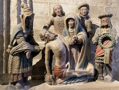 Place de l'Eglise - Français:   Groupe sculpté La mise au tombeau, visible à l\'intérieur de l\'église Saint-Ronan de Locronan (Locronan, Finistère, Bretagne, France).