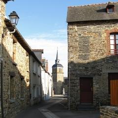 Eglise Saint-Martin de Tours - English:  View of Saint-Martin-de-Tours parish church in commune of Amanlis, France, from Rue des Dames. Department of Ille-et-Vilaine, region of Brittany.