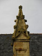 Eglise Saint-Melaine -  Façade sud de l'église Saint-Melaine de Domalain (35). 4ème contrefort. Pinacle.