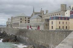 Château et fortifications - Français:   Remparts de Saint-Malo (Ille-et-Vilaine, France).