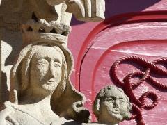 Eglise Notre-Dame-du-Roncier -  Statues à l'extérieur de la basilique Notre-Dame du Roncier