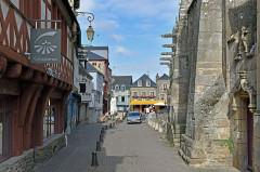 Maison du 15e siècle - Français:   Basilique Notre-Dame-du-Roncier a-Josselin, Morbihan, France