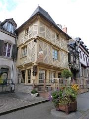 Vieilles maisons - Français:   Maison située dans la rue Olivier-de-Clisson, n° 27 (Josselin, Morbihan)