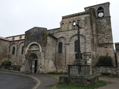 Eglise abbatiale Saint-Pierre - Deutsch:   Abbatiale de Mozac Portal
