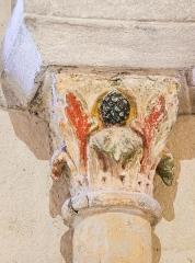 Eglise Saint-Nectaire - Deutsch:   Blattkapitell im Seitenschiff der Kirche von Saint-Nectaire