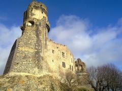 Château fort de Tournoël - English:   Château de Tournoël in Winter