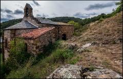 Chapelle de Peyrusse - Français:   Chapelle castrale perchée du village de Peyrusse, 13e siècle. Desservait le château-fort construit sur cette colline, ainsi que le village de Peyrusse en contrebas.
