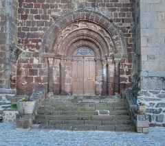 Eglise Saint-Félix - English:   Portal of the Saint Felix church in Landos, Haute-Loire, France