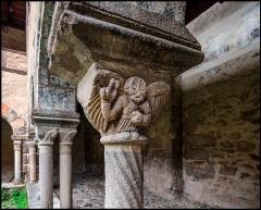 Ancienne abbaye Saint-André-de-Lavaudieu - Français:   Détail du chapiteau d\'une colonnette, sculpture romane