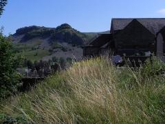 Eglise Saint-Cyr et Sainte-Julitte -  Dienne , Marquée par le volcanisme, au pied du Puy-Mary et au cœur du parc des volcans d'Auvergne, dans le département du Cantal.