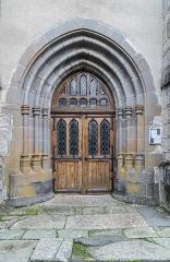 Eglise - English:  Portal of the Saints Cyr and Julitta church in Cassuéjouls, Aveyron, France