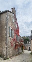 Maison adossée au front Nord des remparts - English:  Hôtel de Grailhe in La Couvertoirade, Aveyron, France
