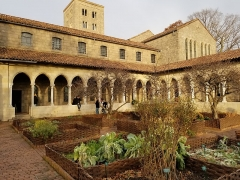 Ancienne abbaye de Bonnefont (également sur commune de Sepx) - English:  The Bonnefont Cloister garden, December 2018