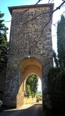 Tour fortifiée - Français:   Tour de Bazian