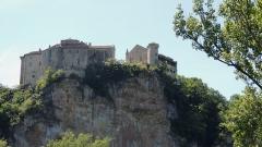 Ruines du château - Français:   Les 2 châteaux de Bruniquel vus du Nord-Est de la vallée de l\'Aveyron. Classés MH.