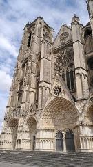 Cathédrale Saint-Etienne -  Vue de la cathédrale Saint-Étienne à Bourges.