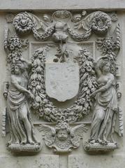 Château - Français:   Panneau armorié du château de Châteauneuf-sur-Cher, attribué à Germain Pilon