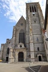 Eglise Saint-Etienne - Français:   Façade occidentale de l\'église Saint-Étienne à Janville (28).